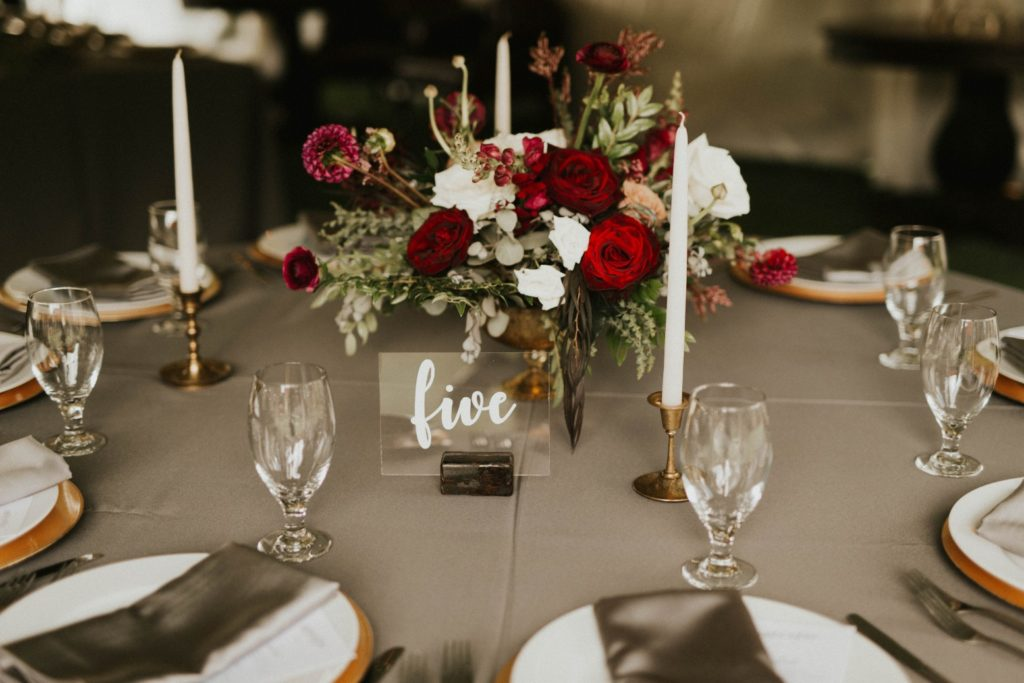 desert whim moody modern love arizona wedding (10)