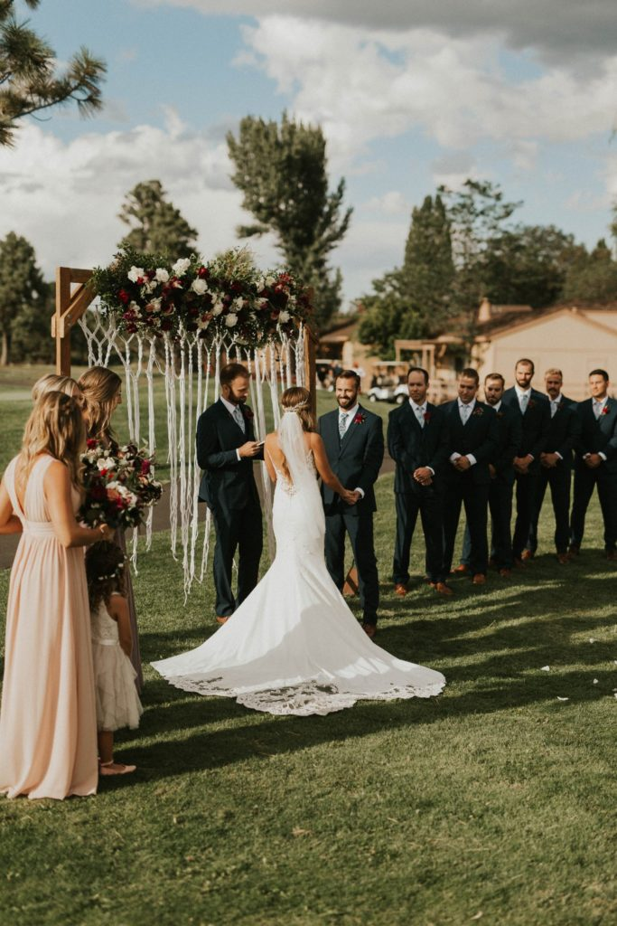 desert whim moody modern love arizona wedding (13)