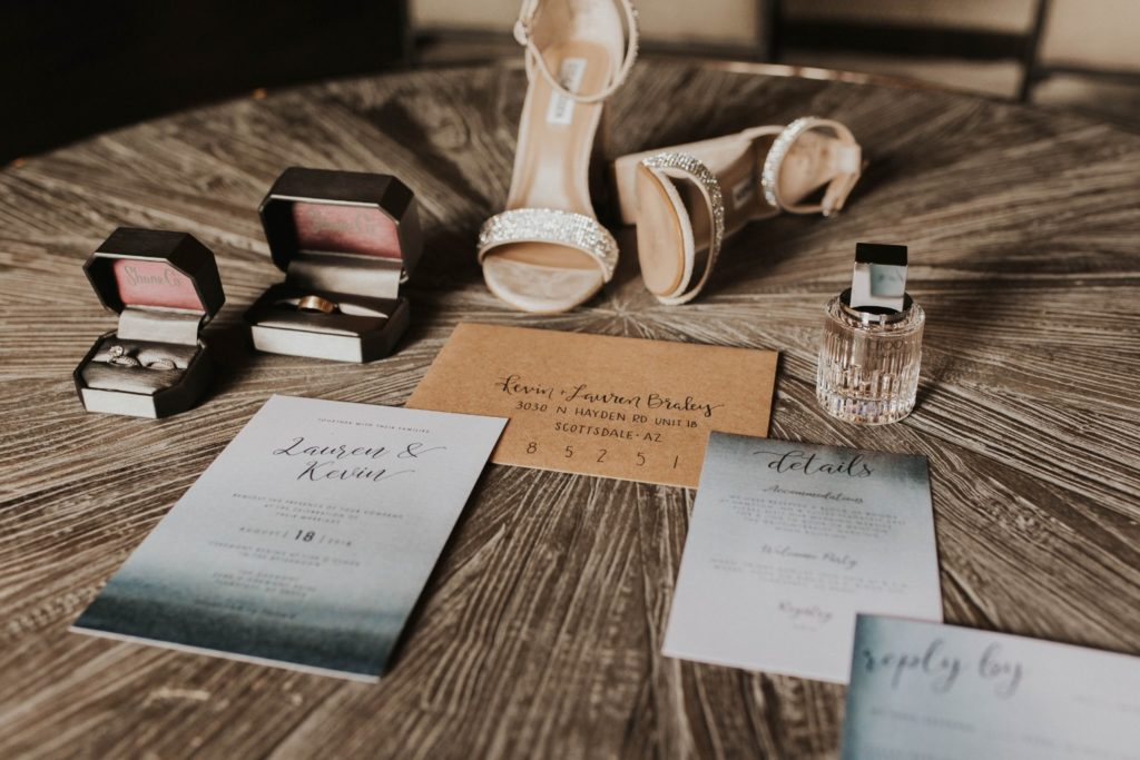 desert whim moody modern love arizona wedding (19)