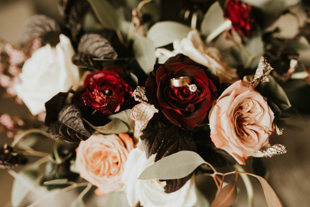 desert whim moody modern love arizona wedding (25)