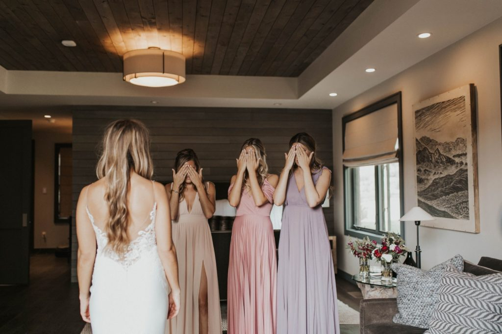 desert whim moody modern love arizona wedding (29)