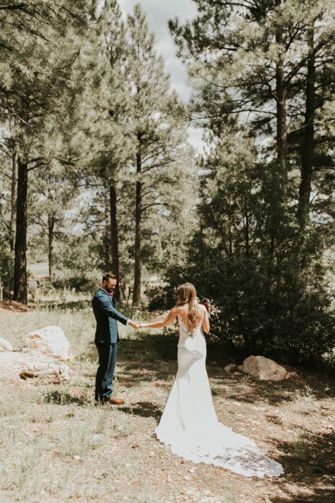 desert whim moody modern love arizona wedding (33)