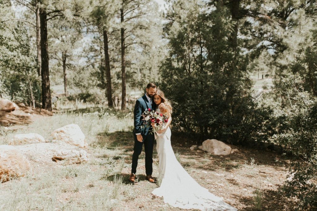 desert whim moody modern love arizona wedding (34)