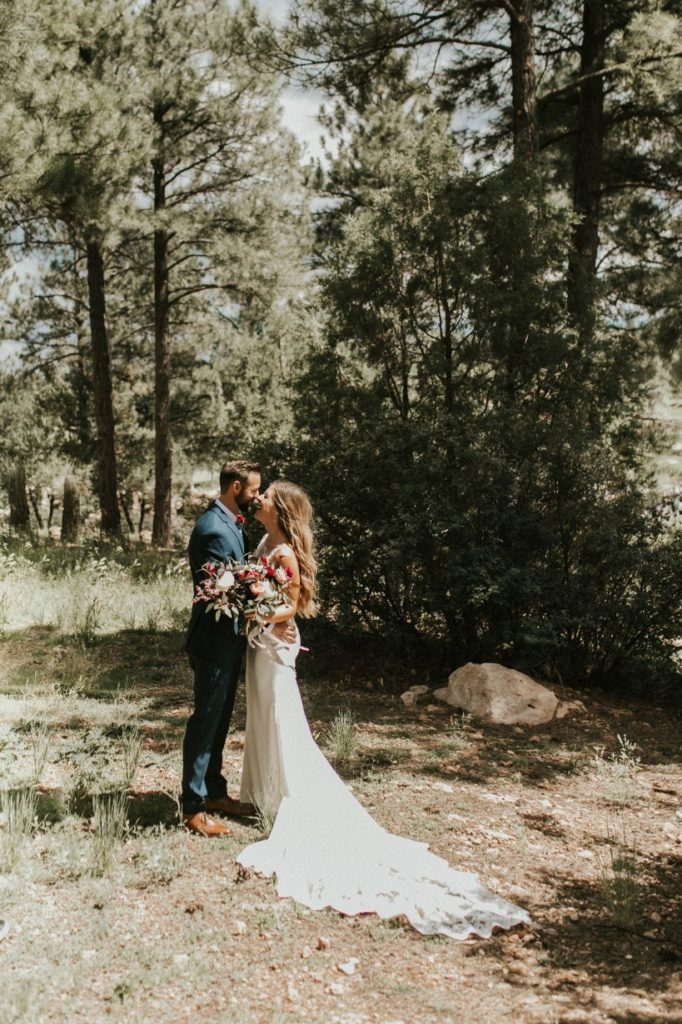 desert whim moody modern love arizona wedding (35)