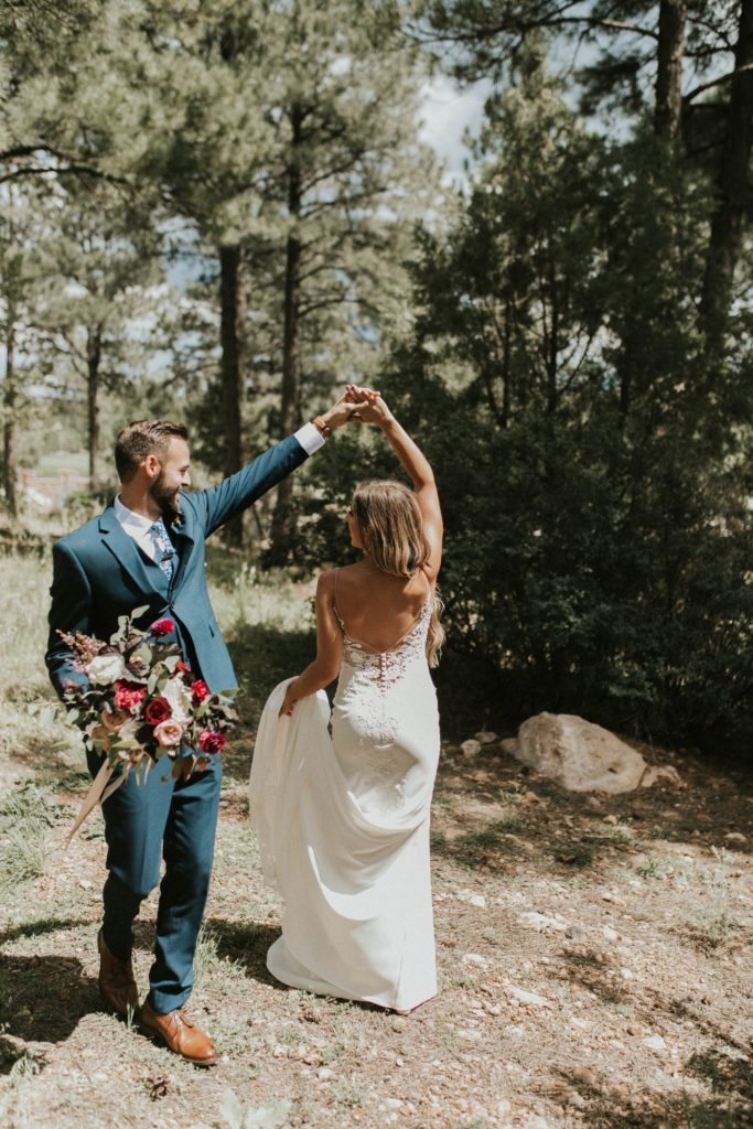 desert whim moody modern love arizona wedding (37)