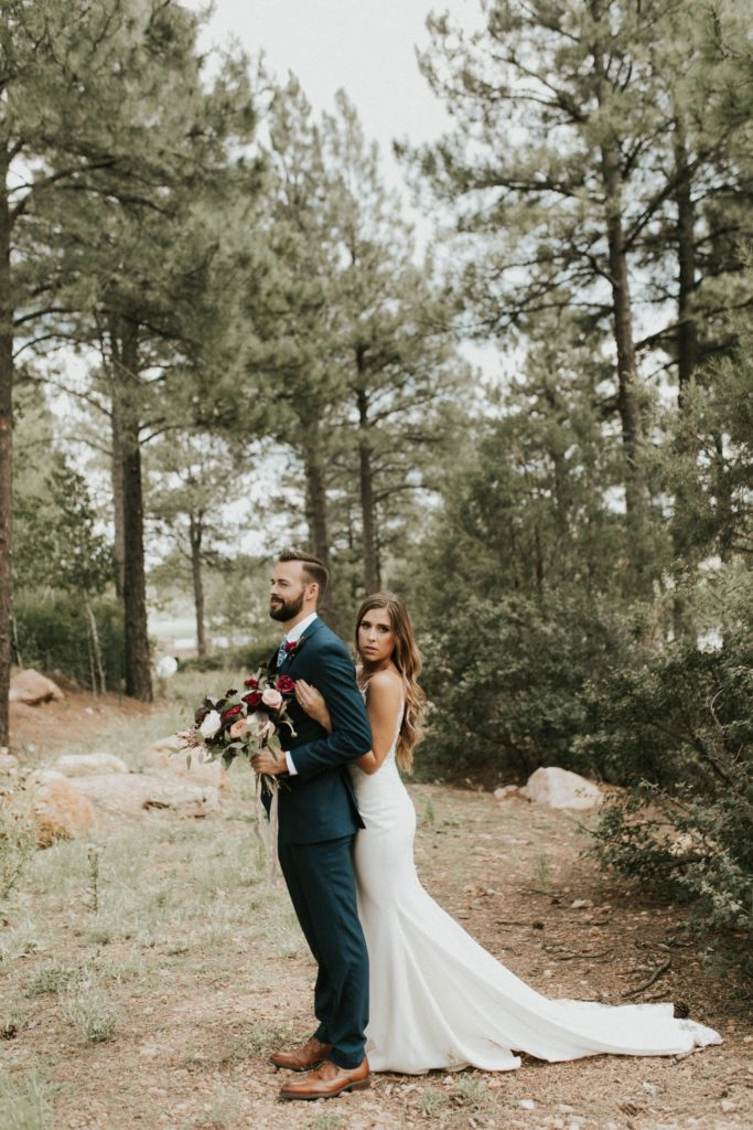 desert whim moody modern love arizona wedding (39)
