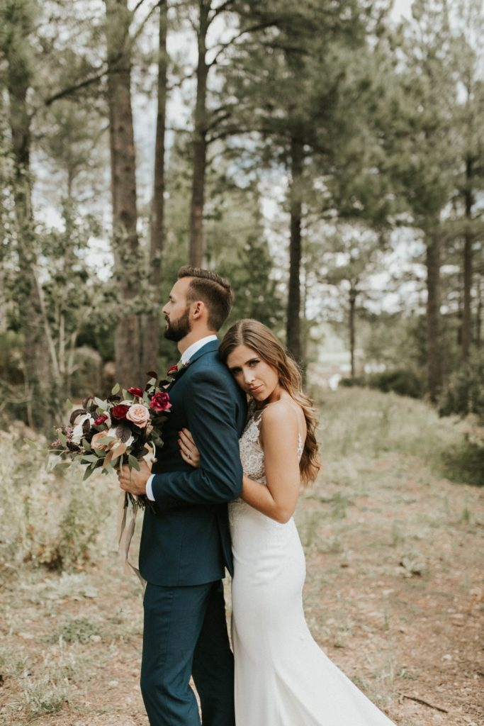 desert whim moody modern love arizona wedding (40)