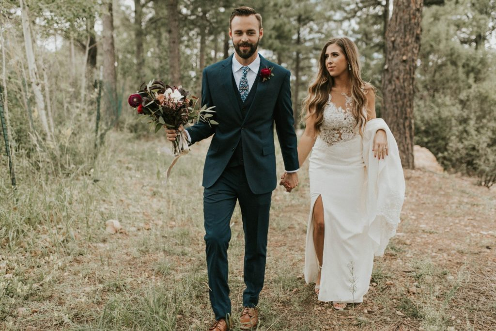 desert whim moody modern love arizona wedding (41)