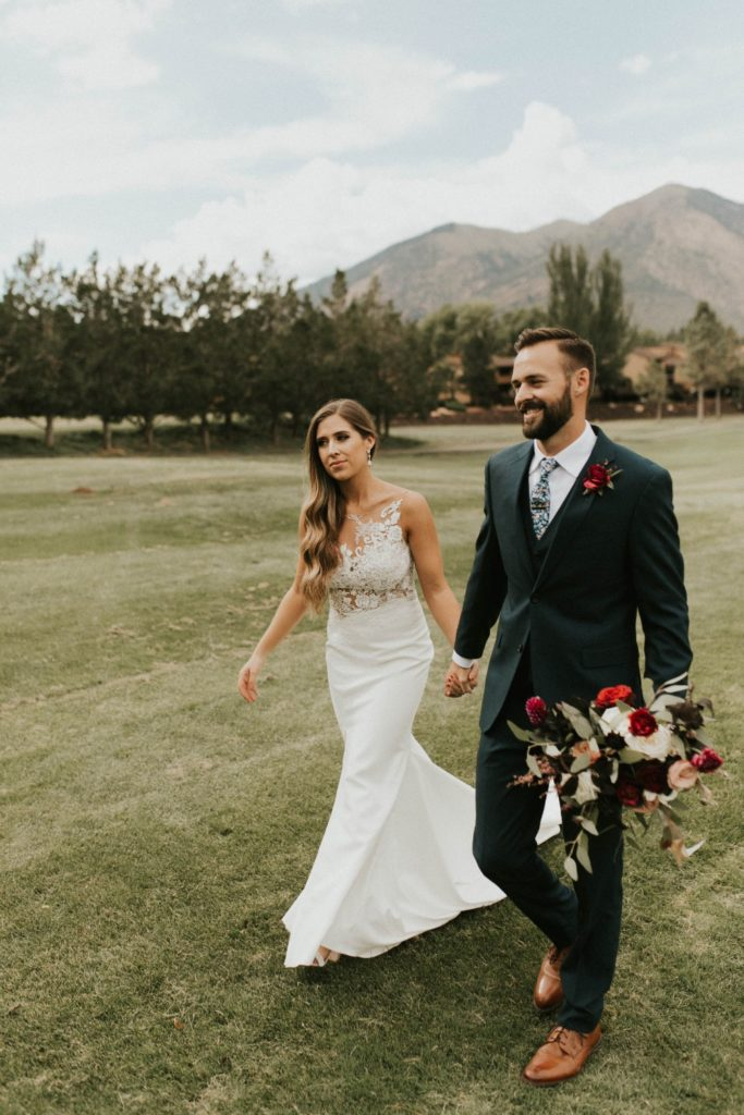 desert whim moody modern love arizona wedding (48)