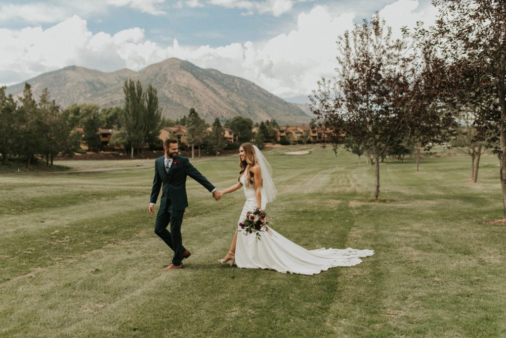 desert whim moody modern love arizona wedding (49)