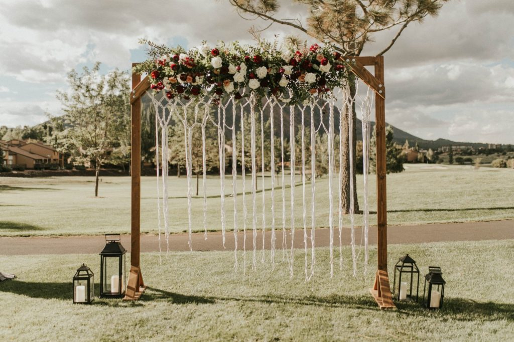 desert whim moody modern love arizona wedding (55)