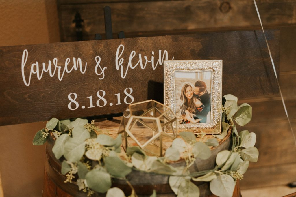desert whim moody modern love arizona wedding (6)